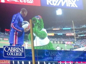 Harlem Globetrotter and Phanatic clowning